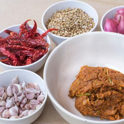 Zutaten-fuer-eine-indische-Currypaste